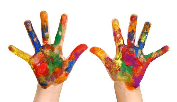 mains-d-enfant-peinture_4524652.jpg